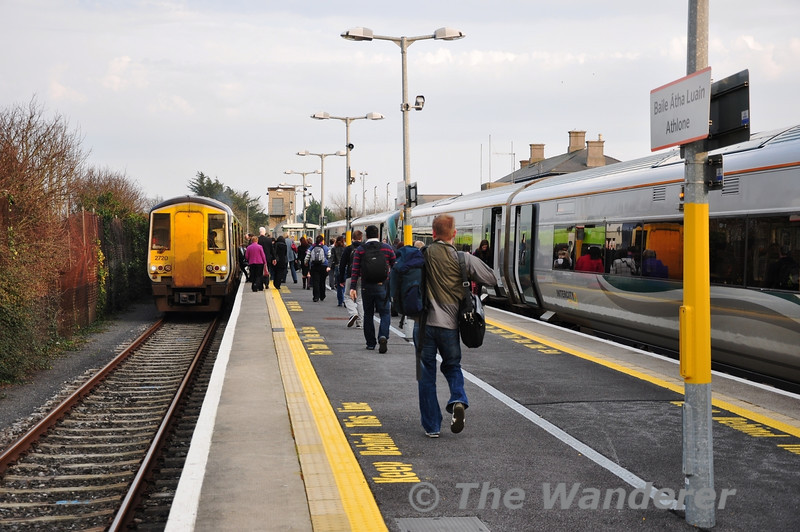 About 75 passengers join 2720 + 2721 for the 1707 Athlone - Galway service. This pair of units had spent the previous week working the Ballina Branch service and this is the way it is transferred back to Limerick. Fri 02.03.12