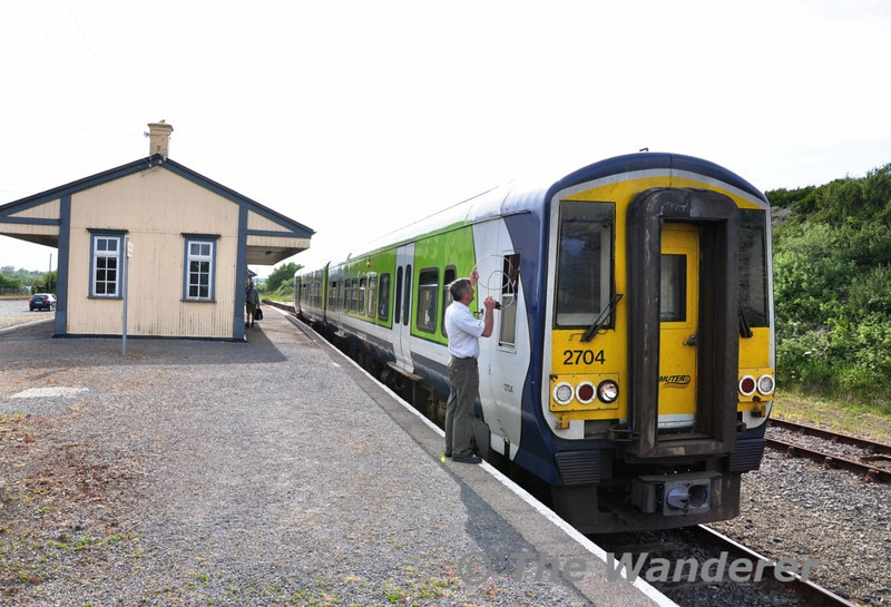 The driver and signalman exchange the train staffs at Wellingtonbridge. Sat 05.06.10