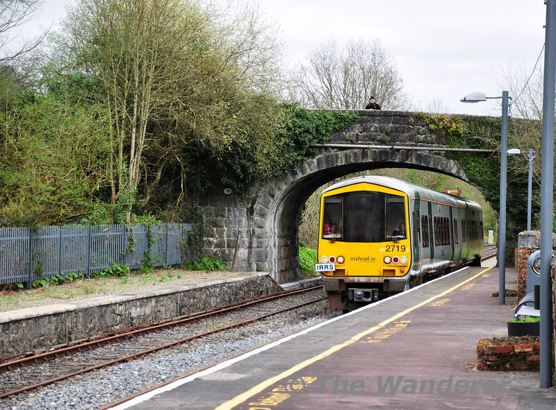 2719 + 2722 arrive at Birdhill with the IRRS Special from Ballybrophy to Limerick. Sat 31.03.12