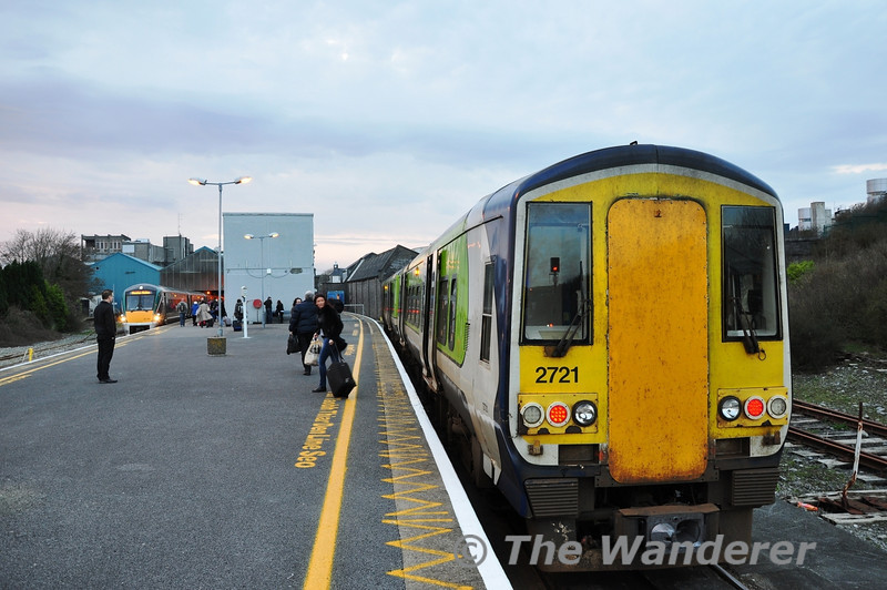 The 1707 from Athlone after arrival at Galway. To the left is 22040 about to depart with the 1805 to Dublin Heuston. Fri 02.03.12