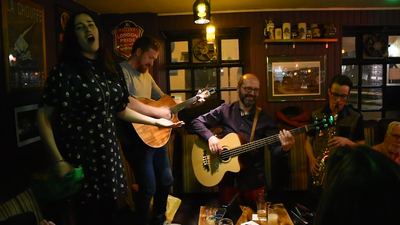 VIDEO: Abbot's Alehouse in Cork. Sultans Of Ping F.C. – Where's Me Jumper? Fri 12.05.18