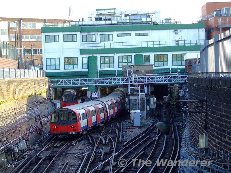 A service arrives at Morden from the north. Sun 18.10.09