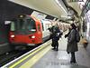 Kennington Southbound Bank Branch Platform as a service for Morden arrives. Sat 13.12.08