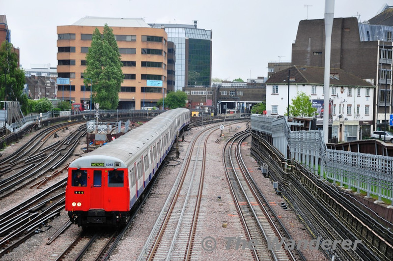 5063 leaves Harrow on the Hill for Watford. Sun 16.05.10