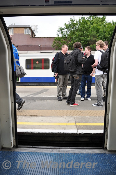 Standard Height Platforms and Tube Sized stock means you have to step up to  the platform at Ealing Broadway. Sun 15.05.11