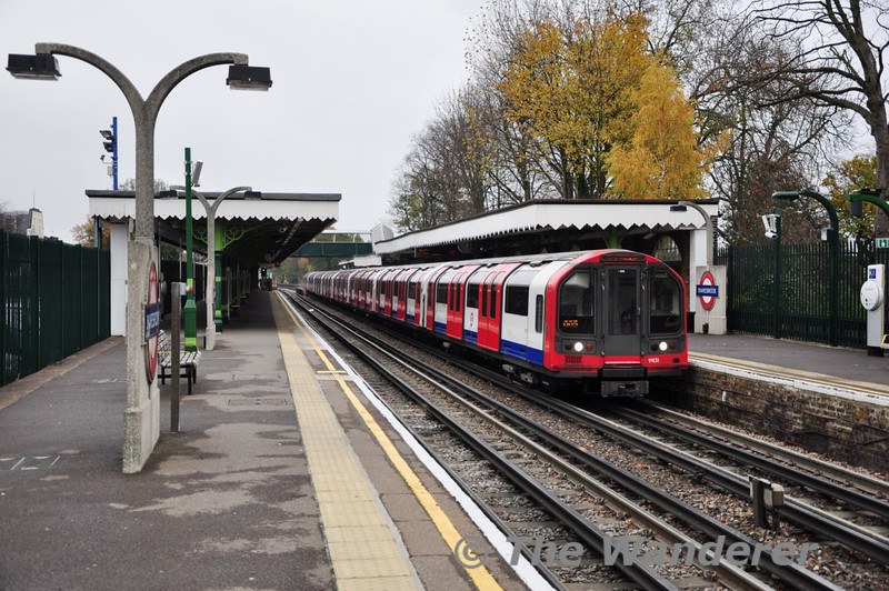 92 Stock 91131 at Snaresbrook with a Central Line service to West London. Sat 20.11.10