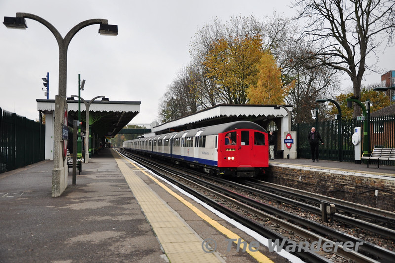The main reason heading out to the east end of the Central Line was to see this. The Central Line Sandite Train formed of a 62 stock train. The train passes Snaresbrook running from Newbury Park to Leytonstone via Hainault. Sat 20.11.10