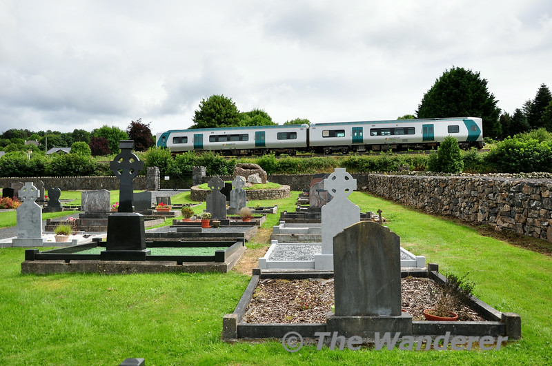 2808 + 2807 pass Craughaun Cemetery, Cratloe with the 1230 Limerick - Ennis. Sat 26.07.14