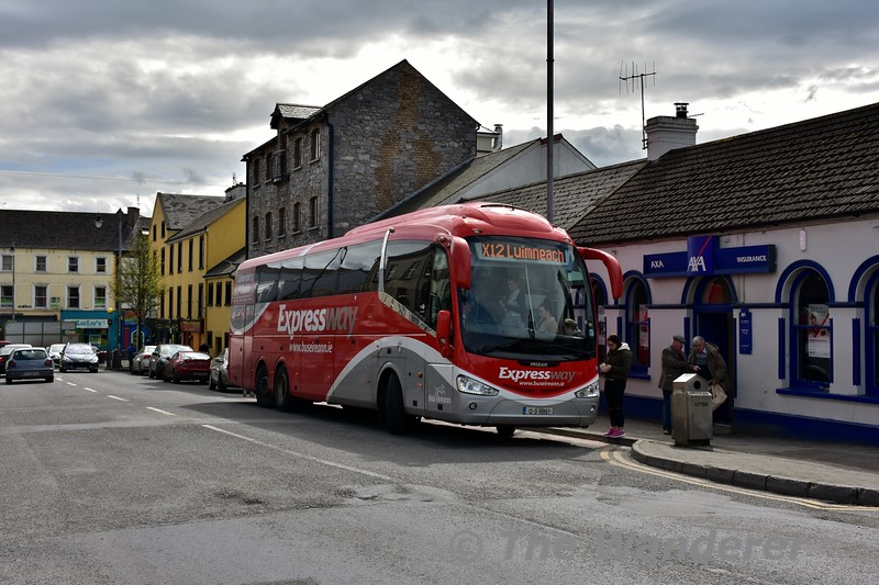 SE12 stands at Nenagh with the 1000 Dublin Airport - Limerick X12 service. Wed 13.04.16