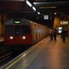 5571 arrives at Paddington with a circle line tube. 301113
