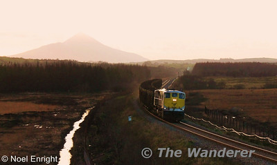 088 working the 1655 Westport - Waterford Timber train at Gormans crossing between Westport and Castlebar. Fri 27.01.12. Photo: Noel Enright.