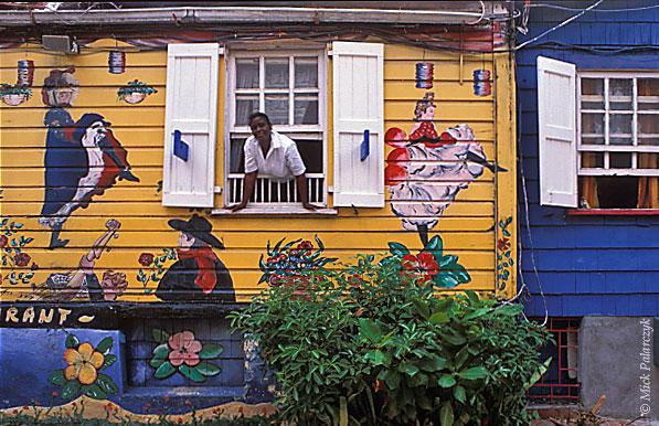 [ANTILLES.stMAARTEN 25.688] 'L'Escargot.' Restaurant L'Escargot in Frontstreet, Philipsburg, St. Maarten's capital. Photo Mick Palarczyk.