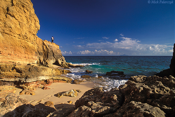 [ANTILLES.stMAARTEN 25.665] 'Cupecoy Beach-1.' In the evening the cliffs of Cupecoy Bay, at the western tip of St.Maarten, receive a golden glow. Photo Mick Palarczyk.