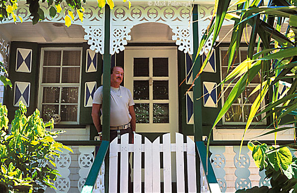 [ANTILLES.SABA 25.506] 'Ginger bread.'	 Typical Saban cottage with gingerbread decoration in The Bottom. Photo Mick Palarczyk.