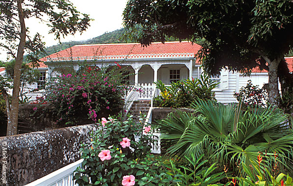 [ANTILLES.SABA 25.479] 'Scout's House-2.'	 The porch of Scout's House in Windwardside is richly decorated in 'gingerbread style'. Photo Mick Palarczyk.