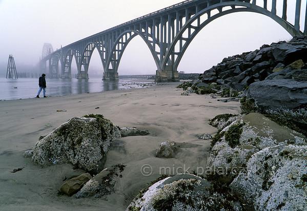 [USA.OREGON 28771] 'Yaquina Bay Bridge.'  The Yaquina Bay Bridge (1936) spans the mouth of the Yaquina River at Newport. Photo Mick Palarczyk.