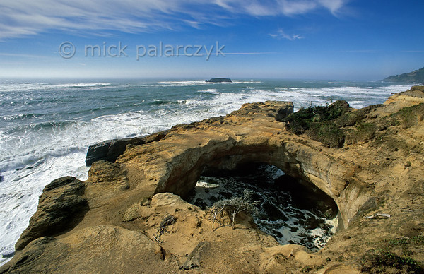 [USA.OREGON 28769] 'Devil's Punchbowl.'  Devil's Punchbowl, 15 km north of Newport, is a cauldron-like sandstone formation that has been sculpted by centuries of tidewater flooding what had been a cave until the roof collapsed. Photo Mick Palarczyk.