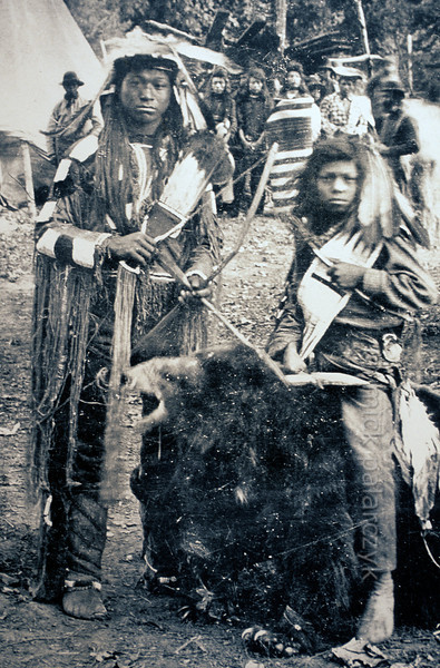 [USA.OREGON 28822] 'Young Indians with bear.'  	Young Warm Springs Indians with bear. The picture (taken around 1900) is part of the exhibition in the Museum at Warm Springs. Photo Mick Palarczyk.