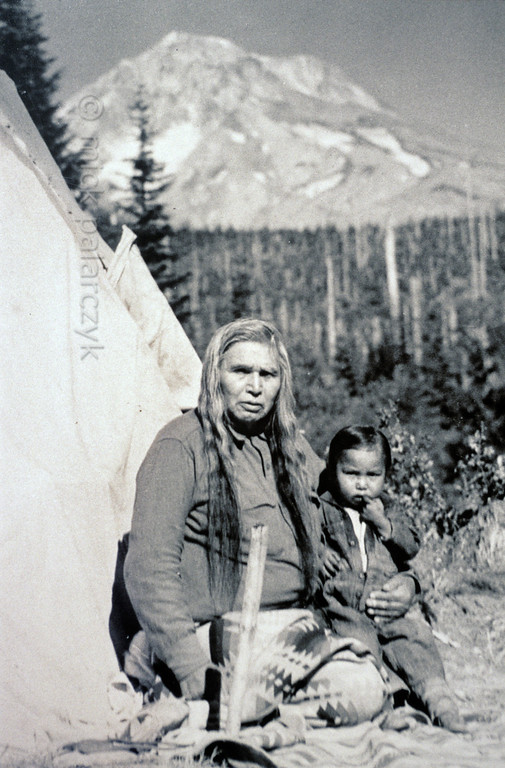 [USA.OREGON 28821] 'Indian parent and child.'  	Warm Springs Indian parent and child with Cascades Mountain Range in the background. The picture (taken around 1900) is part of the exhibition in the Museum at Warm Springs. Photo Mick Palarczyk.