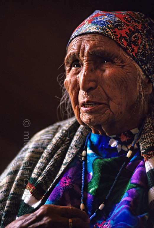 [USA.OREGON 28816] 'Elderly lady of the Walla Walla tribe.'  	Old woman of the Walla Walla (or Warm Spring) Indian tribe and inhabitant of Simnasho village. Simnasho is situated in the Warm Springs Reservation which was established in 1855. In 1937 the three tribes living on these lands (the Wasco, the Walla Walla and the Paiute) organized themselves in the Confederated Tribes of Warm Springs. Photo Mick Palarczyk.
