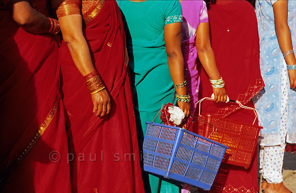 [NEPAL.KATHMANDUVALLEY 27507] 'Women in Thimi.'  On the first day of the Nepalese New Year the women of Thimi, dressed in their best clothes, are on their way to the Bal Kumari Temple with offerings of flowers, red powder and food. Photo Paul Smit.