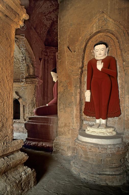 [BURMA 24.910] 'Paya-nga-zu Temple.'  The interior of the five-sided Paya-nga-zu (Five Sacred-Lords) Temple, south of the road between Bagan village and Nyaung U. Photo Mick Palarczyk.