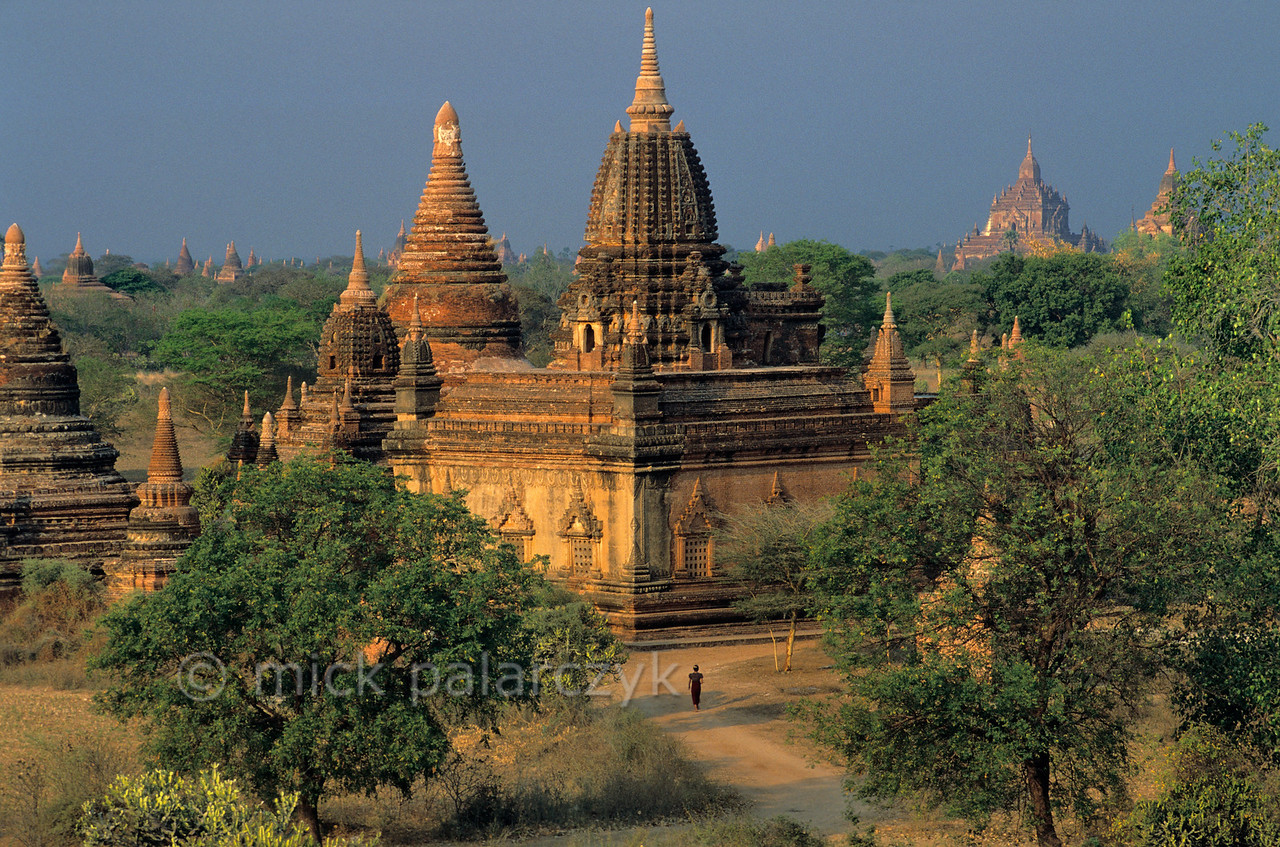 [BURMA 24.917] 'The Bagan plain from Shwe-sandaw Stupa.'  The 12th century Mye-bontha Temple (centre) seen from Shwe-sandaw Stupa with to the right, on the horizon, the Sulamani Temple (1183). Photo Mick Palarczyk.