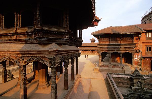 [NEPAL.KATHMANDUVALLEY 27374] 'Bhaktapur's Durbar Square.'  Bhaktapur's Durbar Square with the Chyasin Mandap (Pavilion of the Eight Corners) on the left. Photo Mick Palarczyk.