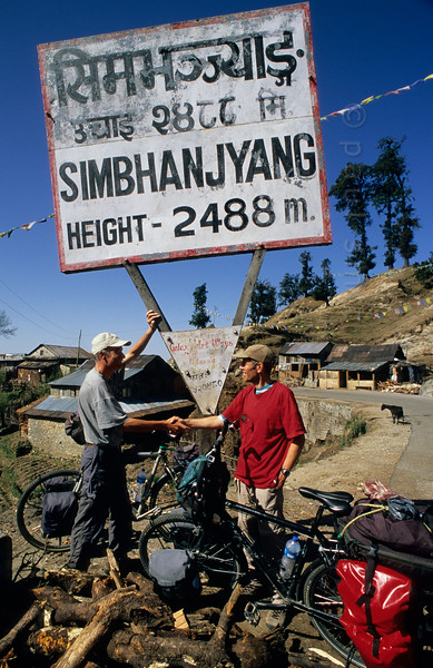 [NEPAL. 27617] 'Simbhanjyang Pass'  The Tribhuwan Rajpath (highway) leading south from Kathmandu in the direction of India reaches its highest point at the Simbhanjyang Pass, south of Daman. Photo Paul Smit.