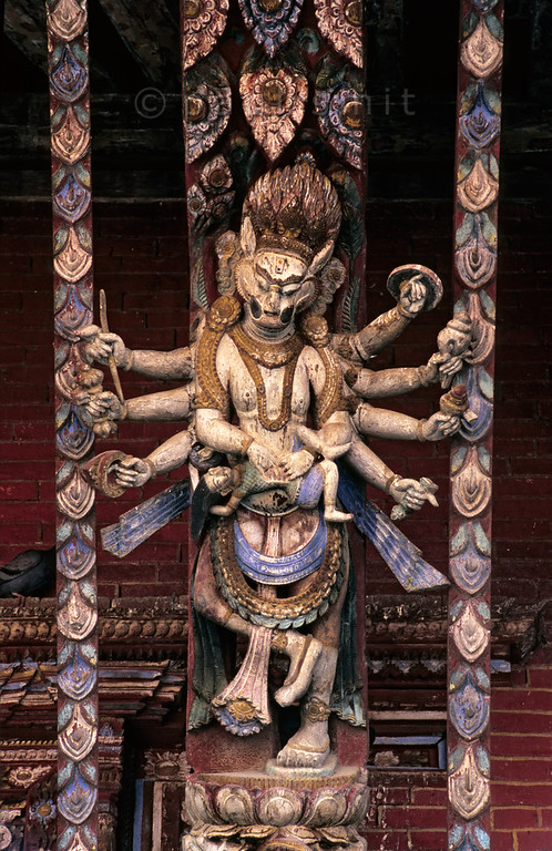 [NEPAL.KATHMANDUVALLEY 27555] 'Roof strut at Changu Narayan.'  	A roof strut of the Vishnu Temple (ca. 1700) at Changu Narayan shows Vishnu in his incarnation of Narasimha, the lion-man, ripping open the belly of the demon king Hiranyakashipu. Photo Paul Smit.