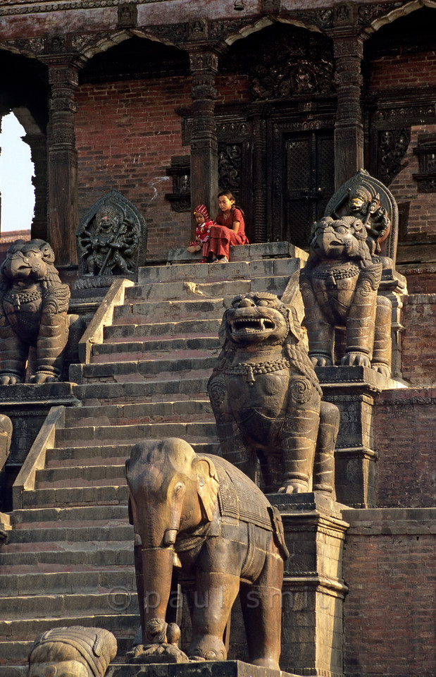[NEPAL.KATHMANDUVALLEY 27386] 'Stairs of Bhaktapur's Nyatapola Temple.'  On Bhaktapur's Taumadhi Square five pairs of temple guardians flank the stairs that lead up to the Nyatapola Temple. From bottom to top: the wrestlers Jaya Malla and Patha Malla (not visible here), elephants, lions, griffins and two minor goddesses, Baghini and Singhini. Each pair is supposed to be ten times as strong as the pair below. Photo Paul Smit.