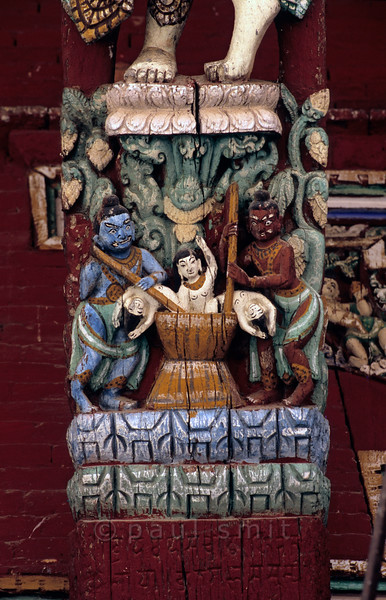 [NEPAL.KATHMANDUVALLEY 27338] 'Boiled in hell.'  The roof struts of Patan's Rato Machhendranath Temple (1673) show the various tortures of condemned souls in hell (naraka). Photo Paul Smit.
