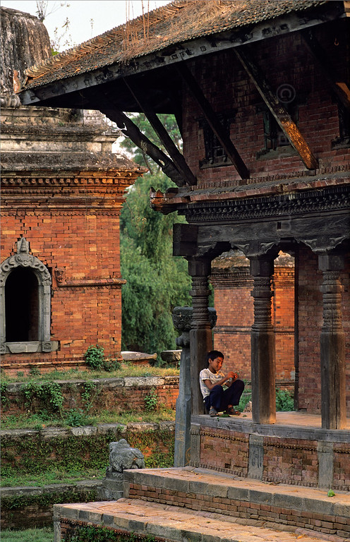 [NEPAL.KATHMANDUVALLEY 27439] 'Temple near Bhaktapur's Chuping Ghat.'  	A small temple complex on the bank of the Hanumante River near Bhaktapur's Chuping Ghat is a favourite spot for the town's youth to spend their time. Photo Paul Smit.