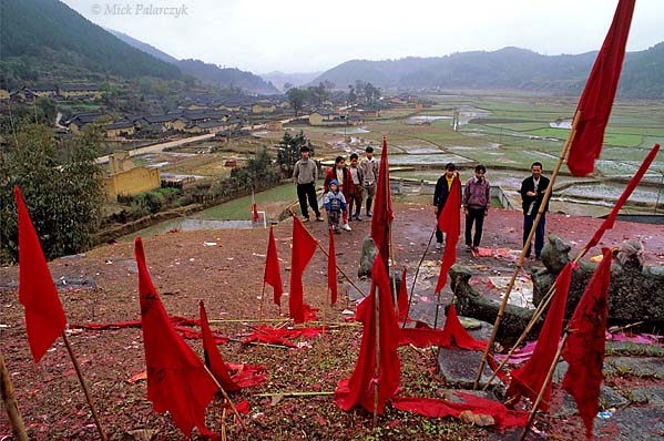 [CHINA.GUANGDONG 25.209] 'New Year vanes.'	 On a hill near Futang, 50 km north of Huaji, New Year vanes decorate a tomb. Photo Mick Palarczyk.