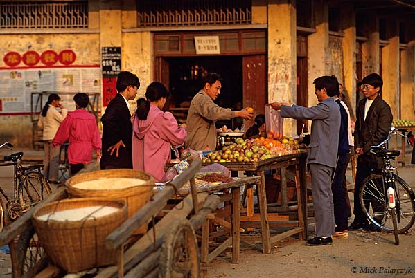 [CHINA.GUANGXI 25.239] 'Daning.'	 Market at Daning, north-east of Hexian. Photo Mick Palarczyk.