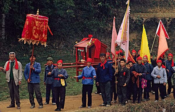 [CHINA.GUANGXI 25.310] 'Procession of Miao mountain tribe (2).'	 During New Year festivities east of Hexian, members of a Miao mountain tribe carry a covered sedan-chair concealing ritual images through the fields. Photo Mick Palarczyk.