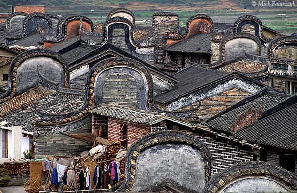 [CHINA.GUANGDONG 25.170] 'Gables at Lecheng.' Curved gables at Lecheng, a village 35 km north of Zhaoqing. Photo Mick Palarczyk.