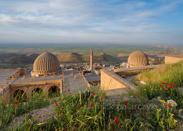[TURKEY.EAST 29141] 'Zinciriye Medresesi in Mardin.'  	The Zinciriye Medresesi in Mardin (southeastern Turkey) overlooks the green plains of Mesopotamia. The madrasa (Islamic school) was built 1385 by the Artuqid dynasty which ruled parts of Anatolia and northern Syria from its capital Mardin. The reason for its high location is that it was also used as an astronomical observatory. Photo Mick Palarczyk.
