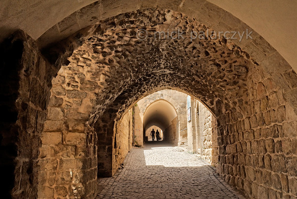 [TURKEY.EAST 29131] 'Vaulted corridors in Mardin.'  	Sheltered from the scorching sun, citizens of Mardin (in southeastern Turkey) can navigate a labyrinth of old streets by way of vaulted corridors (abarra) between the houses. Photo Mick Palarczyk.