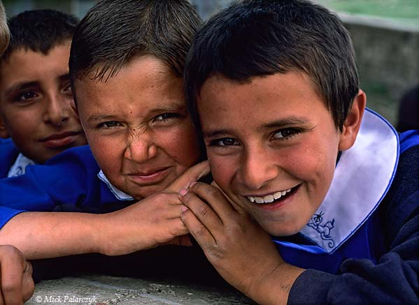 [TURKEY.EAST 27891] 'Schoolchildren in Hüseyinli.'  Schoolchildren in Hüseyinli, east of Develi. Photo Mick Palarczyk.
