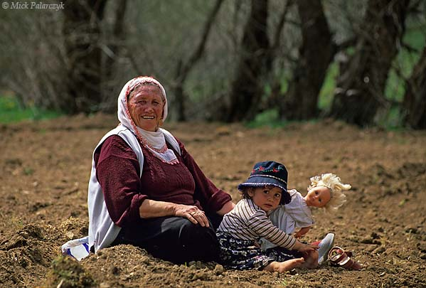 [TURKEY.EAST 27882] 'Taking a rest in the field-1.'  Near the village of Catalcam, west of Göksun, in the Taurus mountain range, a grandmother is watching over the grandchild while the rest of the family is working in the field. Photo Mick Palarczyk.