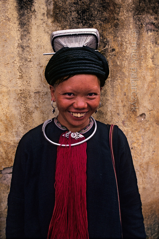 [VIETNAM.NORTH 21.400] 'Black Dao woman.'  	The hair of this Black Dao woman in Tam Duòng is kept in place by a large silver frame and a thick black cord which is wrapped around the head. Photo Mick Palarczyk.