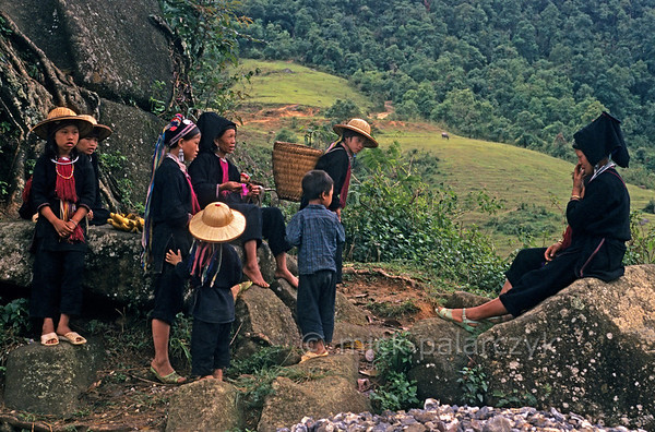 [VIETNAM.NORTH 21.391] 'Band of Black Dao.'  	A band of Black Dao in the mountains north of Bình Lu. Photo Mick Palarczyk.