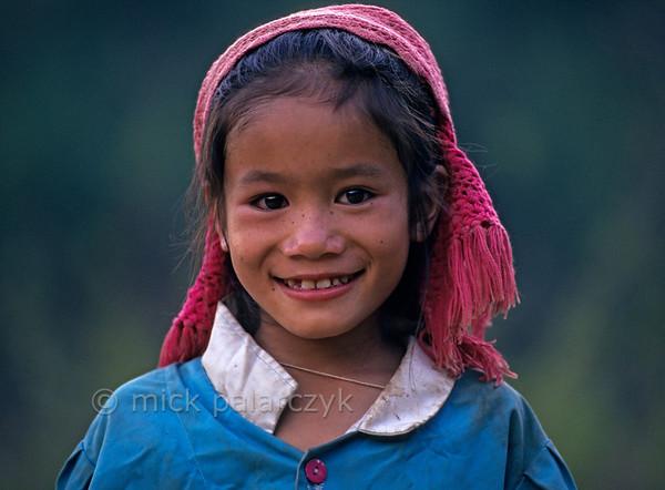 [VIETNAM.NORTH 21.330] 'Black Thái girl.'  Black Thái girl south of So'n La. Photo Mick Palarczyk.