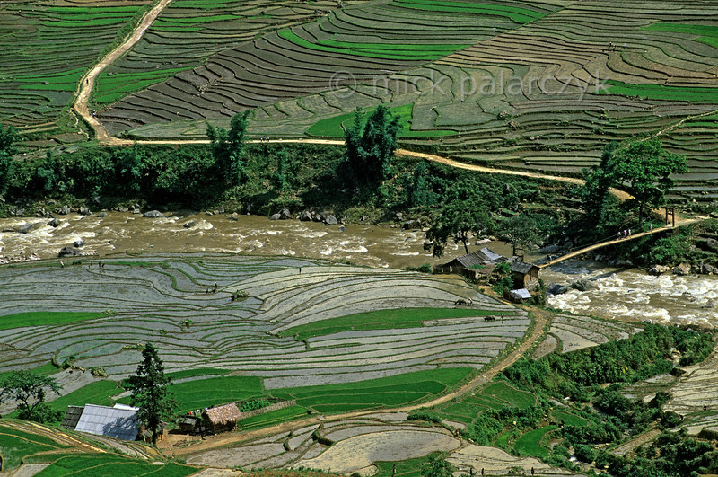 [VIETNAM.NORTH 21.471] 'Road to Lao Chai village.'  East of Sapa a winding road leads to Lao Chai village and crosses the Muong Hoa River by way of the so-called 'Cloudy Bridge'. Photo Mick Palarczyk