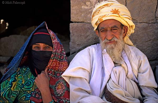 [YEMEN.NORTH 26358] 'Villagers of Sna-2.'  The sheikh (mayor) of Sna village (south of the capital Sanaa) poses together with his wife. Photo Mick Palarczyk.