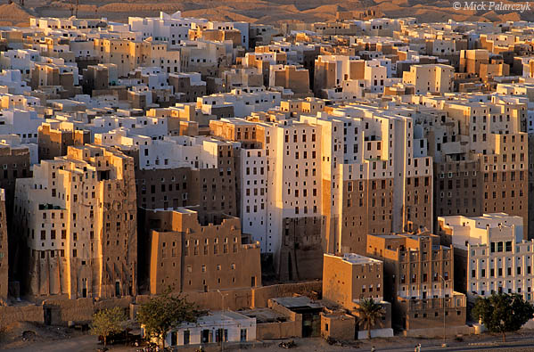 [YEMEN.SOUTH 26549] 'Loam skyscrapers-2.'  	The loam tower houses of Shibam in the Wadi Hadhramawt are considered the first skyscrapers of the world. Most of the present houses date from the 16th century. Photo Mick Palarczyk.