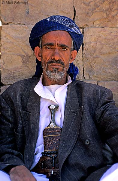 [YEMEN.NORTH 26361] 'Man with jambiya-1.'  As most men in Yemen, this villager of Sna (south of Sanaa) wears a jambiya, a ceremonial dagger which is a symbol af manly pride. Photo Mick Palarczyk.