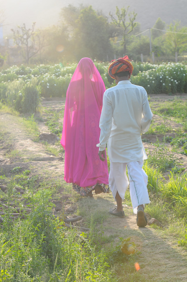 Mobile phone use in Rural Rajasthan (Village near Pushkar): Sayar Singh and his wife in the fields at Chamunda Matha Road, Pushkar, Rajasthan, India.