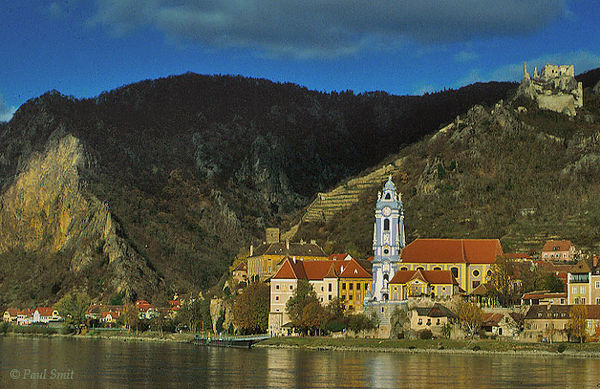 [AUSTRIA.NIEDER 03631] 'Dürnstein with its abbey church.'  The Wachau is seen by many as the most beautiful part of the Danube. Indeed, it's hard to find a more romantic landscape between source and Black Sea. It's on the list of UNESCO World Heritage Sites. In the eastern part, from Spitz to Krems, wine rules. Dürnstein is called the Perl of the Wachau. Its combination of Donaubarok (abbey and church), Middle Ages (houses and stronghold) and vineyards indeed are worth a visit. Photo Paul Smit.